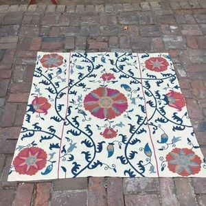 Like new embroidered pottery barn cloth